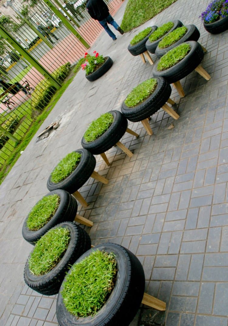tire-grass-stools