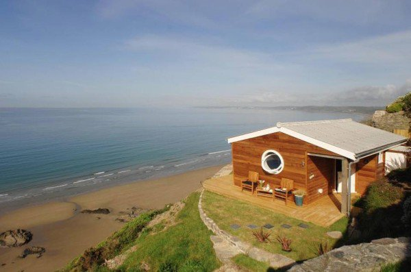 and-far-view-cornwall-cliff-cottage