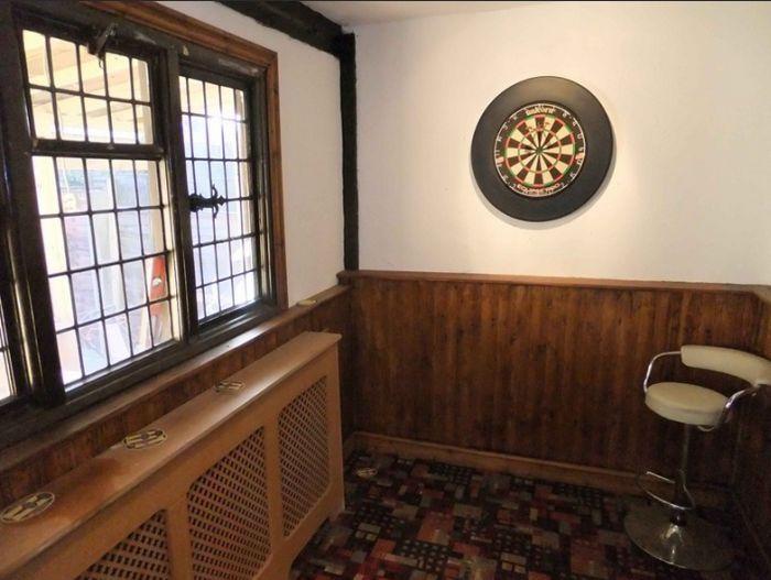 bar-garden-darts