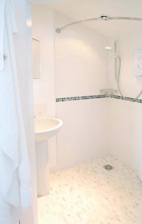 bathroom-cornwall-cliff-cottage