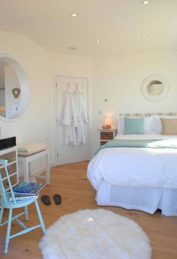 bed-cornwall-cliff-cottage