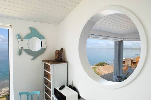 bed-mirror-cornwall-cliff-cottage