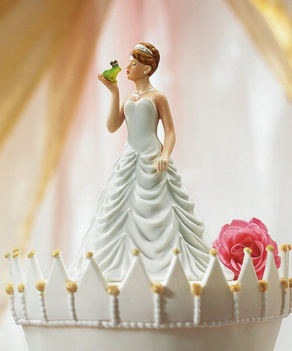 bride frog kiss