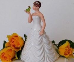 bride kissing frog cake topper