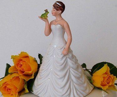 bride kissing frog cake topper