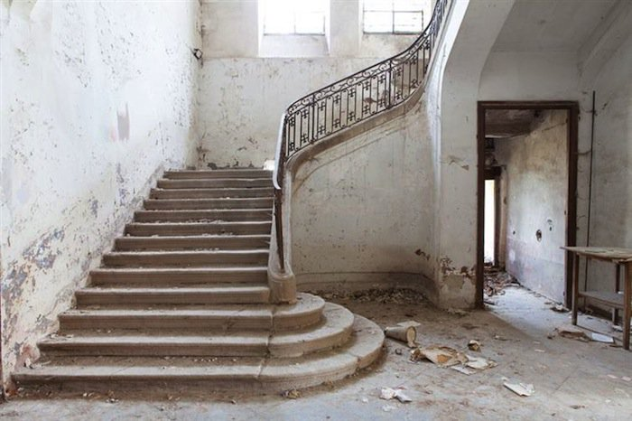 chateau-stairs-two