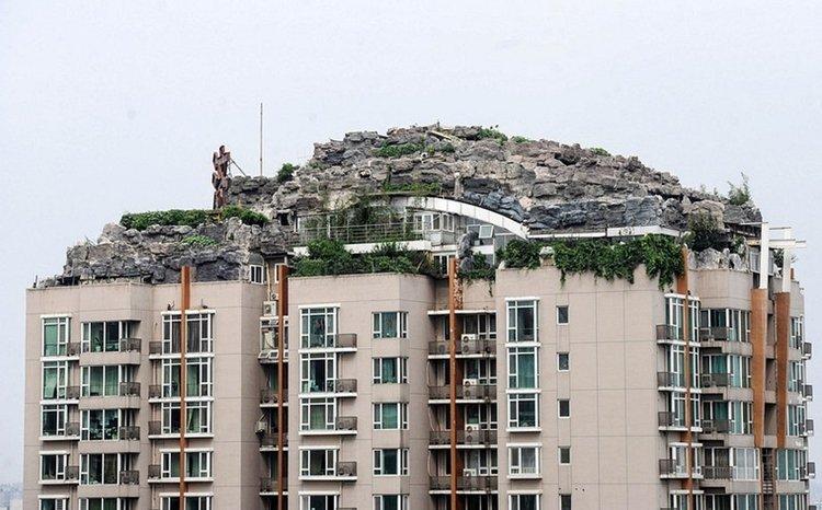 chinese-rooftop-mountain-villa