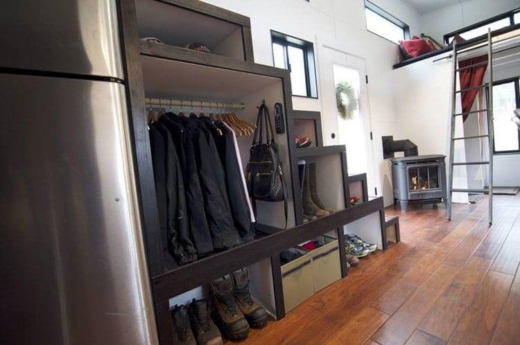 closet-tiny-house