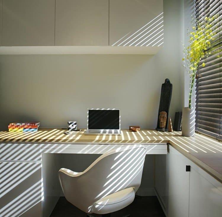 design-500-sq-ft-apartment-living-area-desk-close