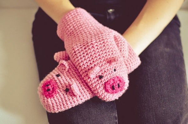 gloves-piggy