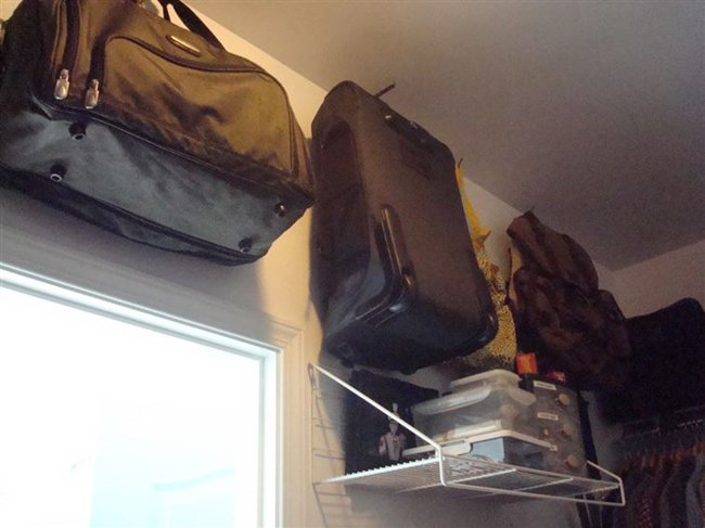hang-suitcases