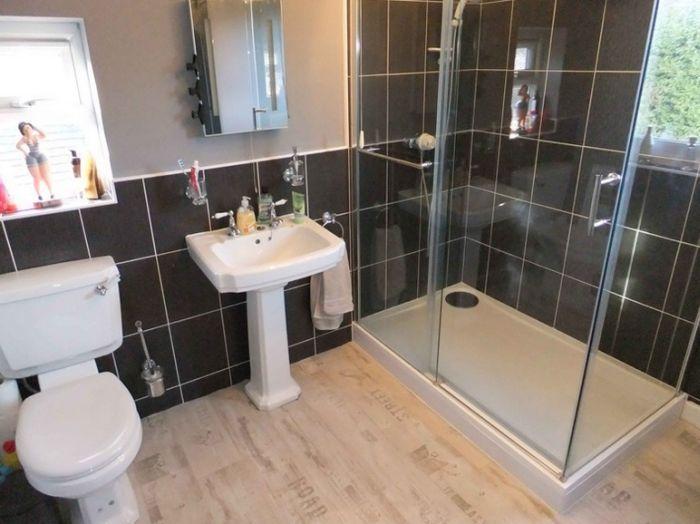 inside-house-bathroom