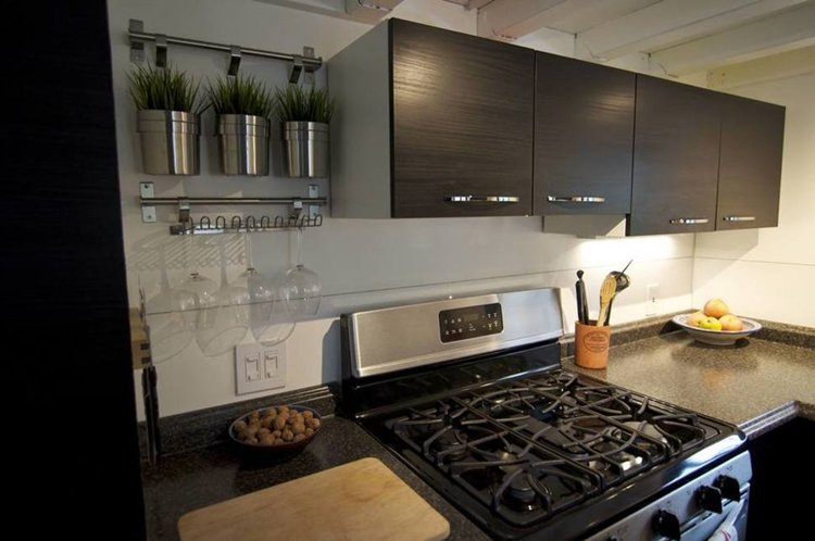 kitchen-tiny-house-counters