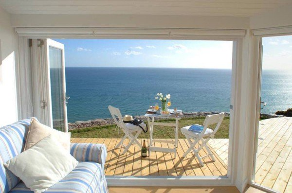 lounge-deck-cornwall-cliff-cottage