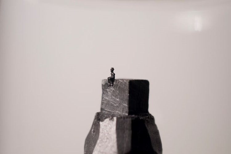 mini-graphite-sculptures-kreze-man