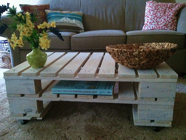 wood pallet-coffee-table with flowers and wicker basket