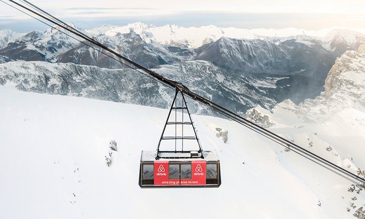 side-view-cable-car-hotel-alps-france
