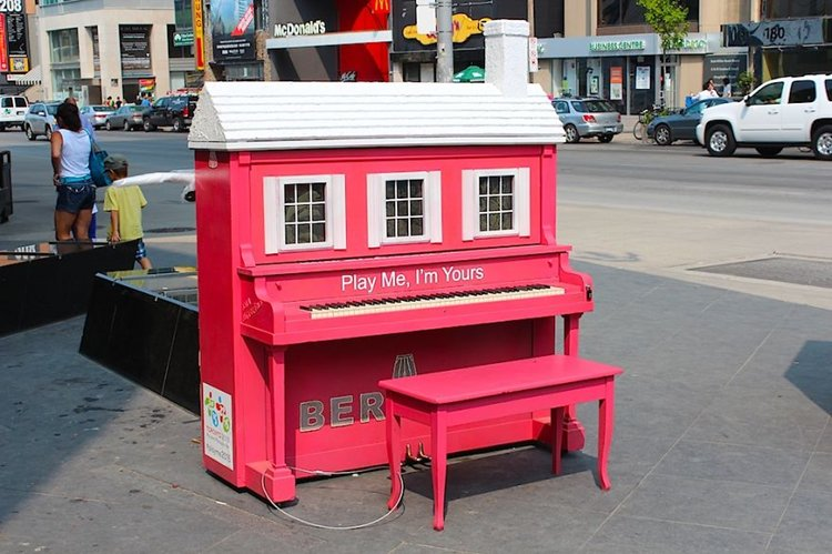 street-pianos-play-me-im-yours-project-house
