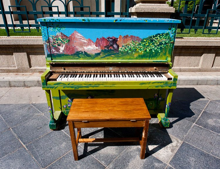 street-pianos-play-me-im-yours-project-mountains