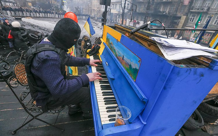 street-pianos-play-me-im-yours-project-ukraine
