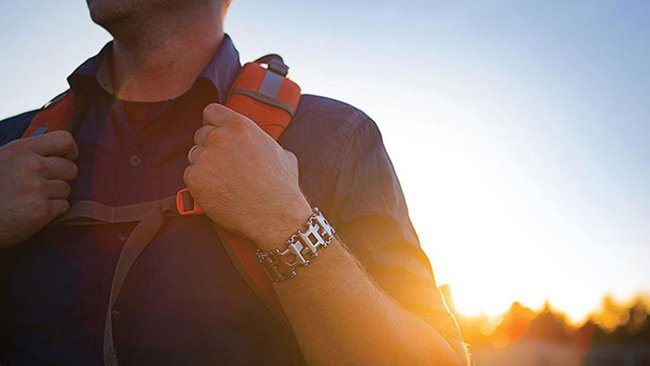 tread-bracelet-on