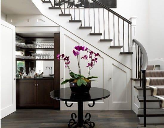 14 awesome ways to use your under stair area part 1 for Cantina debajo de las escaleras