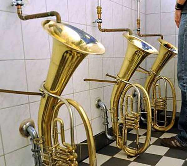 urinal-horn