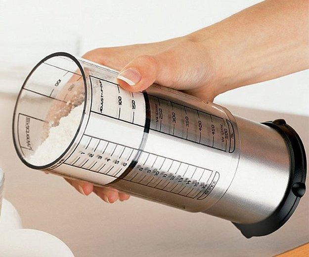adjustable-measuring-cup