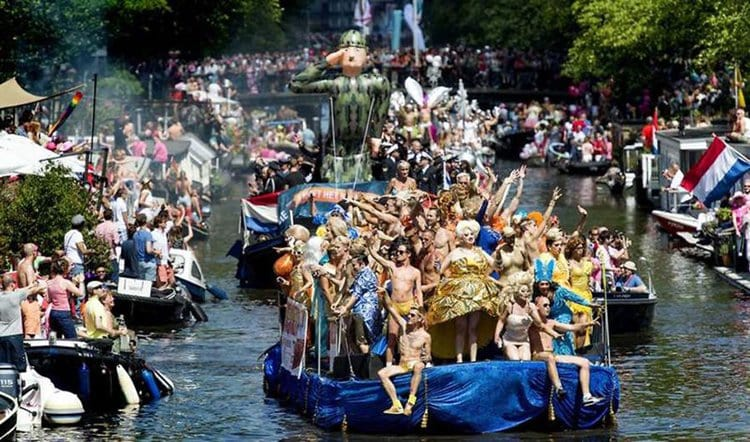 amsterdam-canal-gay-pride