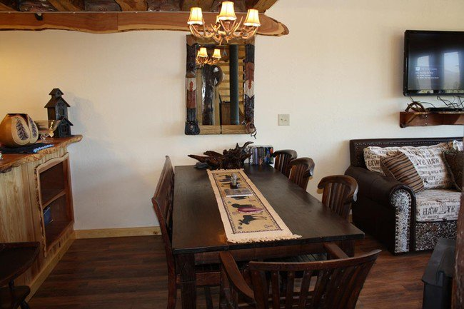 arched-cabin-dining
