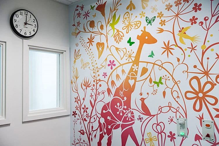 childrens-hospital-art-critical-care-giraffe