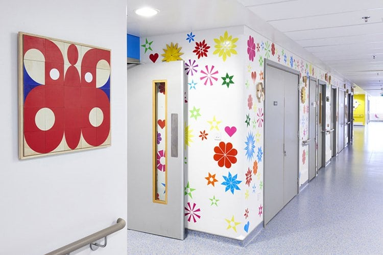 childrens-hospital-art-respiratory-corridor