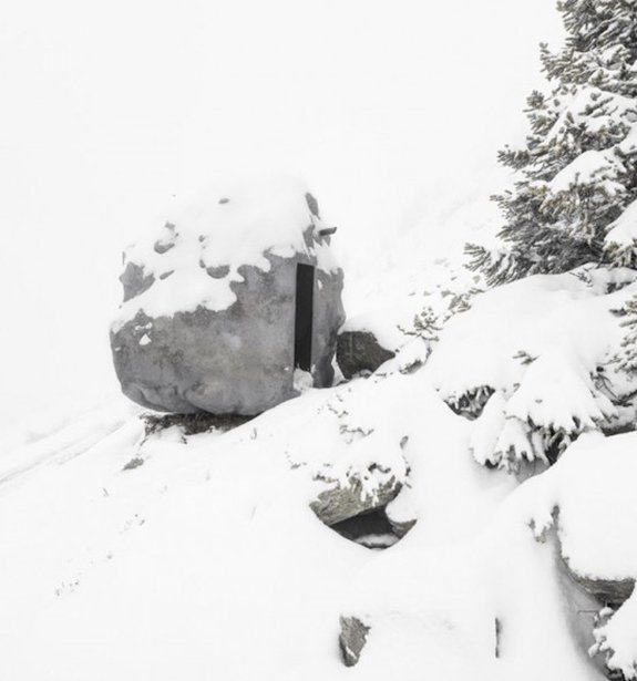 door-boulder-cabin