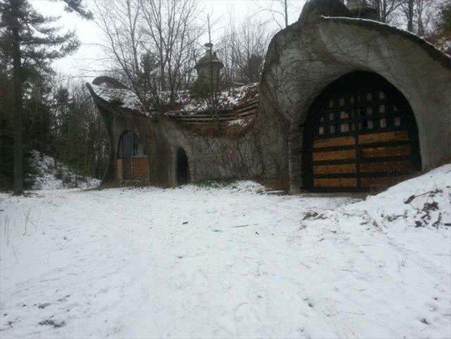 mushroom-house-snow