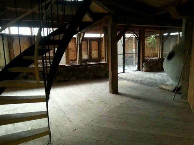 mushroom-house-stairs