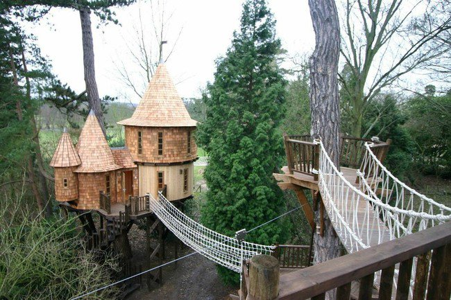 luxurious tree house small treehouseluxurytop this is the kind of luxury treehouse that both kids and adults can enjoy
