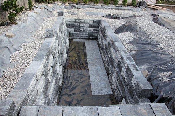backyard-swimming-pond-rocks