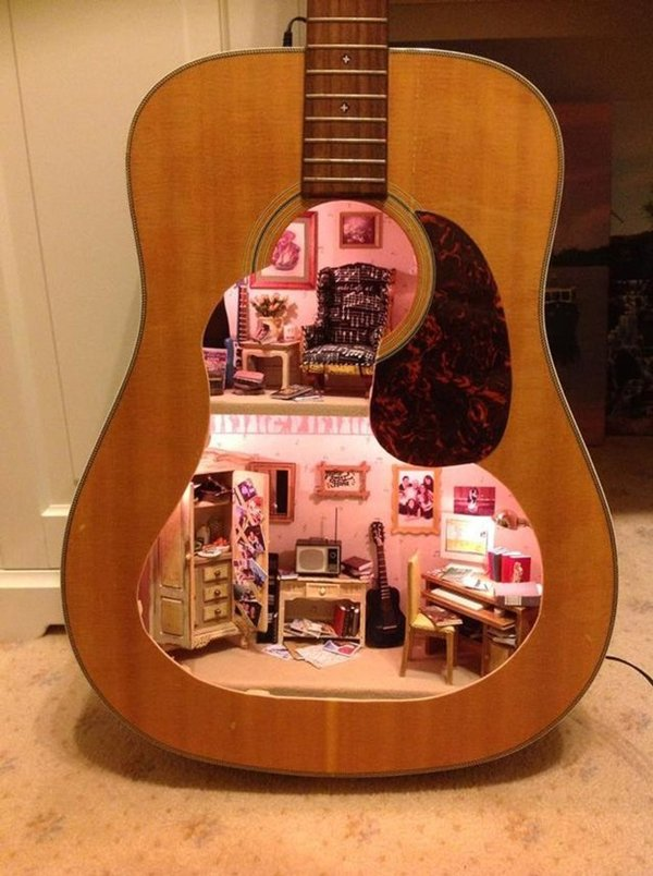 doll-house-guitar