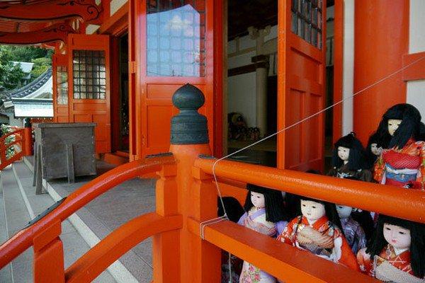 dolls open door shrine