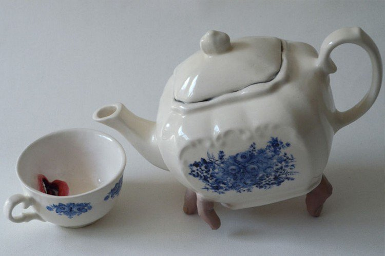 finger teapot mouth cup