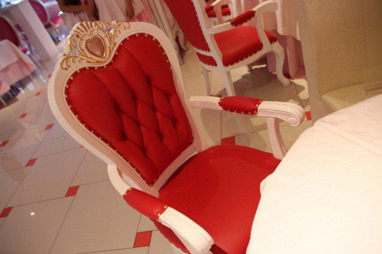 hello kitty throne chair