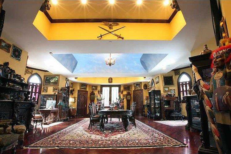inside-Chrismark-Castle-dining