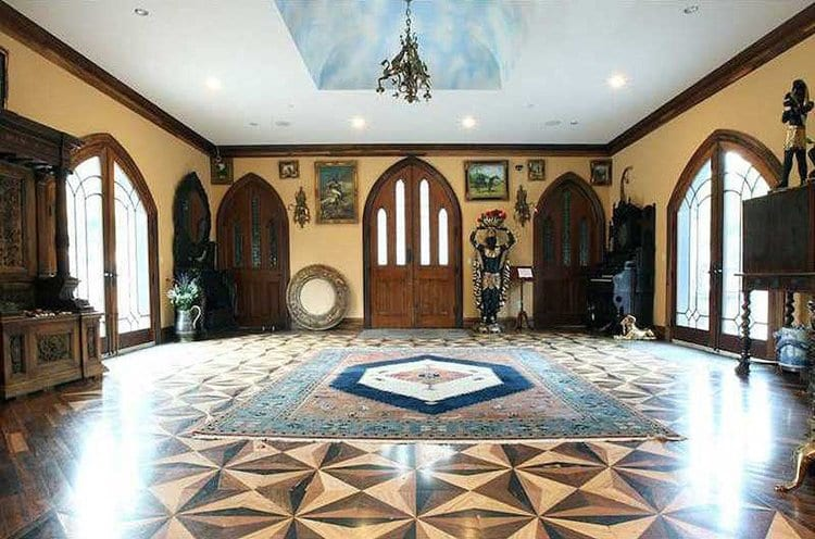inside-Chrismark-Castle-hall