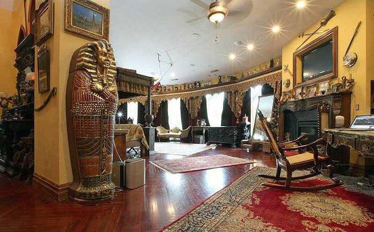 inside-Chrismark-Castle-master-bedroom