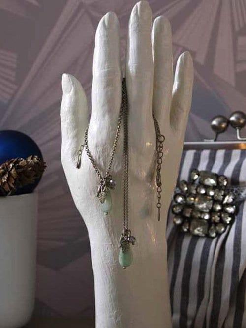 jewelry-hand