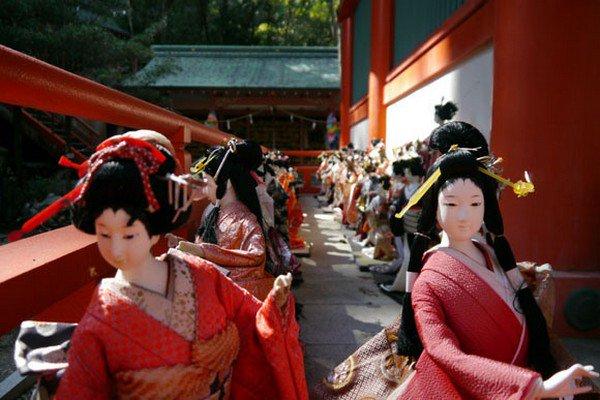 kimono dolls outdoors
