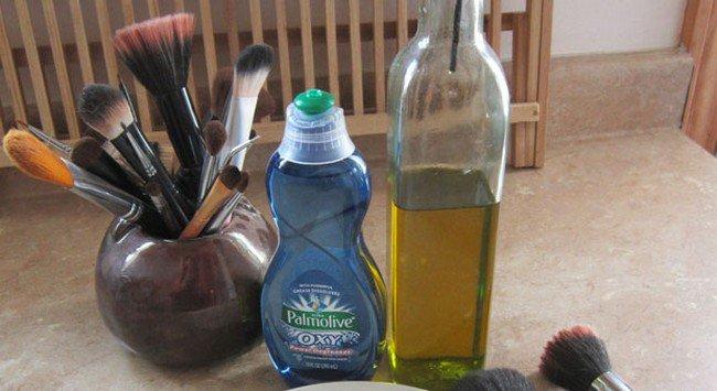 make up brushes cleaner