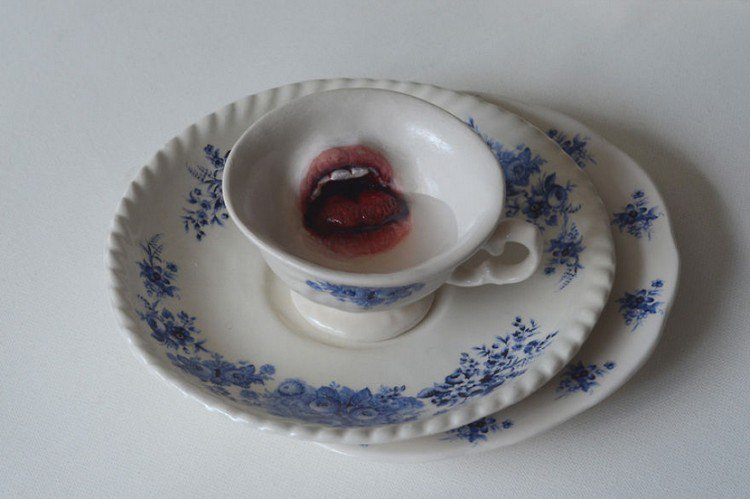 mouth tea cup