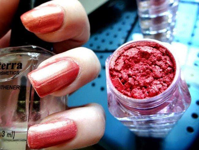 nails pigment