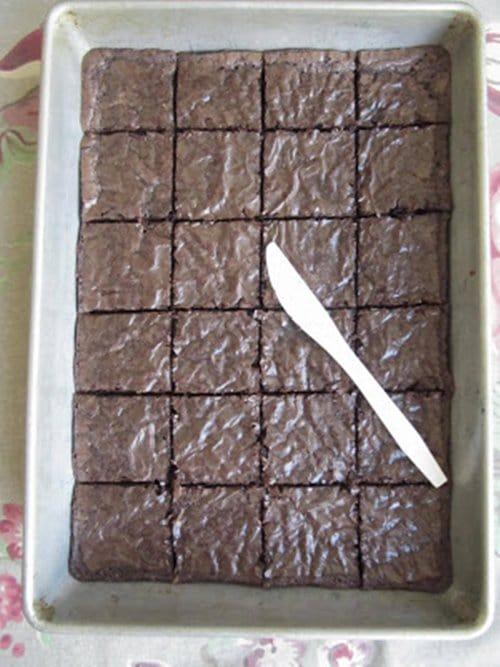 plasic-knife-brownies